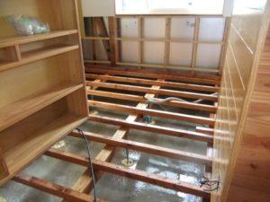 台風19号の後遺症・ 床下掃除